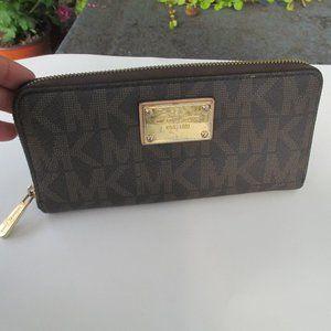 Michael Kors Large zip around USED wallet